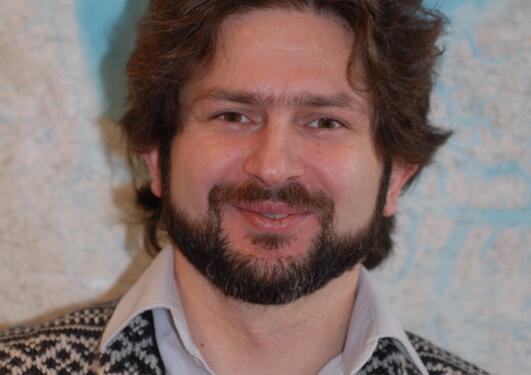 Professor Ilker Fer ved Geofysisk institutt skal studere havstrømmene som går...