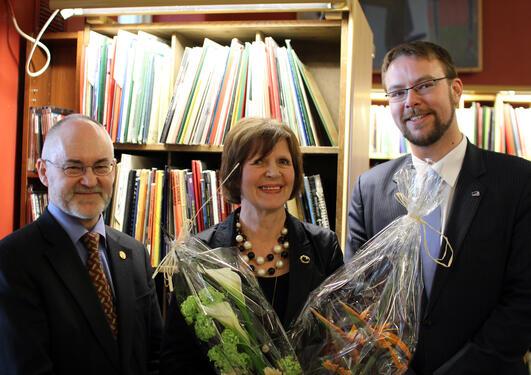 Universitetsrektor Sigmund Grønmo, Biblioteksjef Trine Kolderup Flaten og...