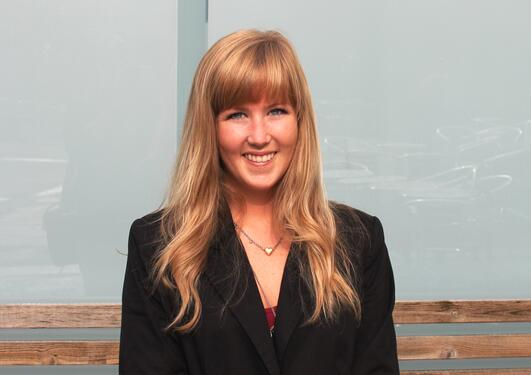 Guro Åsveen jobber i høst som studentpraktikant i Bergen Næringsråd.
