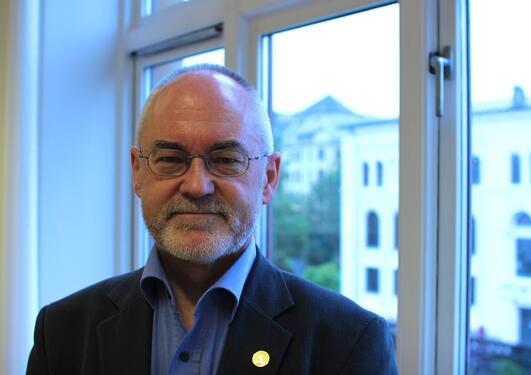 Rektor Sigmund Grønmo meiner Universitetet i Bergen kan fortsetja å satsa på...