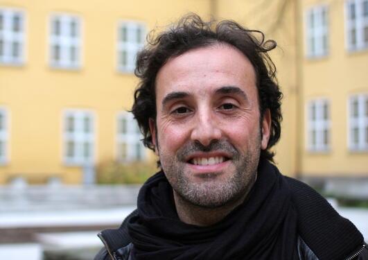 Marco Gargiulo inviterer til konferanse om Italia og massemedia. Konferansen...