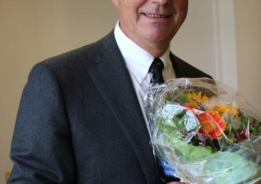 Ole Erik Iversen fikk Falchs seniorpris ved rektors kontor fredag 26. august.