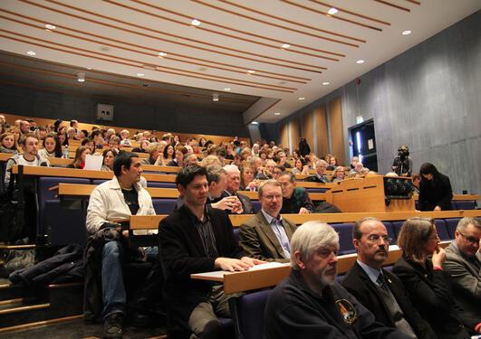 Auditoriet på Dragefjellet var fylt til randen da UiB inviterte til møte om...