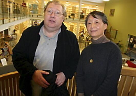 Daglig leder Rune Ingebrigtsen og direktør og professor Zhou Jin ved Konfutse...