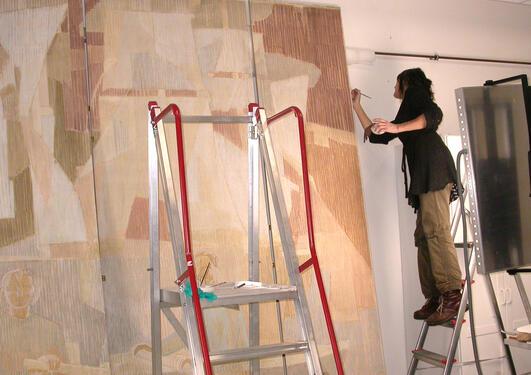 Overingeniør Marie-Louise Lorentzen er malerikonservator ved Bergen museum....