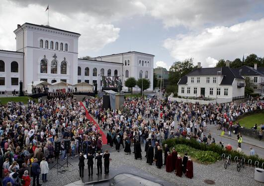 Tradisjonen tro åpnes det akadmeiske året med en høytidelig seremoni på...