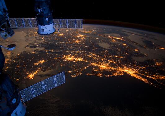 Elektrisk regn kan skape praktiske problemer for satellittbruk.