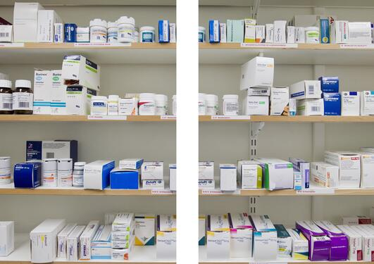 Utsnitt fra en medisinhylle. Hovedformen for behandling av pasienter med...