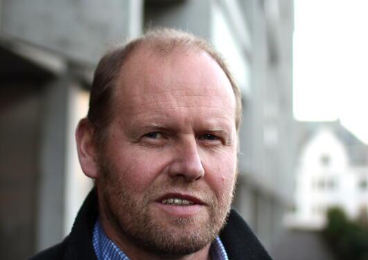 Leiar for Senter for Geobiologi, Rolf-Birger Pedersen, er ein av dei som held...