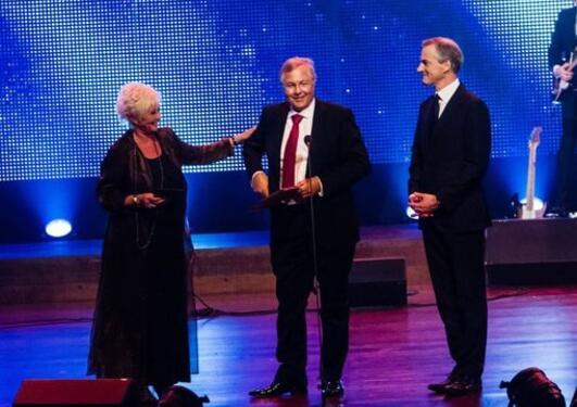 Prisvinnar Olav Dahl saman med generalsekretær i Kreftforeningen, ...