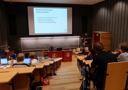Sigmund Grønmo underviser på emnet MET102 Samfunnsvitenskapelig metode