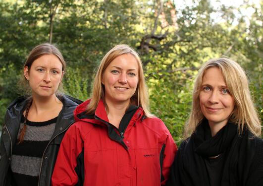 Gyri Losnegaard, Gunn Inger Lyse og Anje Müller Gjesdal er saman med Koenraad...