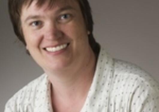 Kristin Strømsnes holder innlegg om sosial kapital og frivillighet