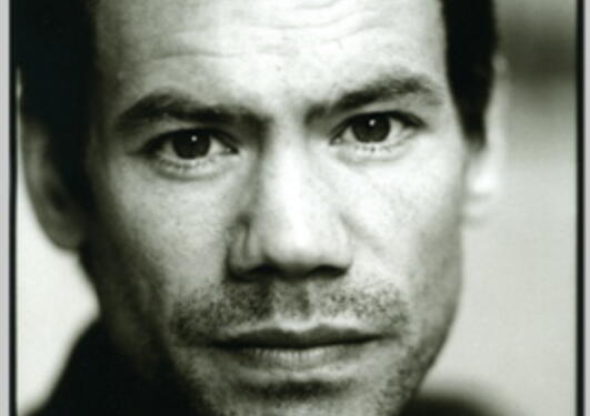 Espen Stueland er forfatter og litteraturkritiker. I dag disputerer han for doktorgraden sin ved UiB