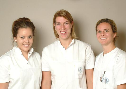 Paula Lamond, Ashley Turrittin og Amy Brennan er utvekslingsstudenter i...