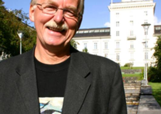 Fakultetsdirektør Bjørn Åge Tømmerås går over i ny stilling som seniorrådgiver ved Det matematisk-naturvitenskapelige fakultet